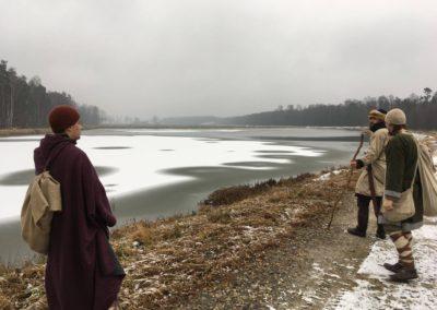Oczywiście pierwsze co zrobiliśmy, to obrzuciliśmy tę taflę wody na jeziorze kamieniami. No bo kto nam zabroni!