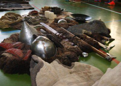 Uzbrojenie, ubiór i rzeczy codziennego użytku (X i XIII wiek)